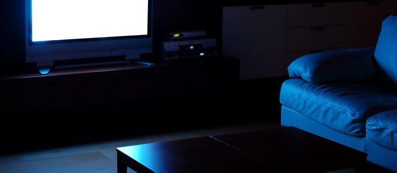 11. Stinge lumina cand te uiti la TV
