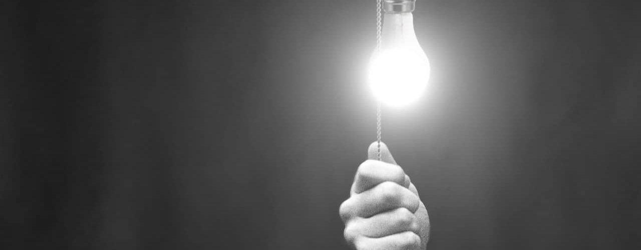 13. Stinge lumina cand nu stai in camera