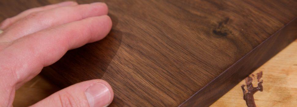 171. Repara zgarieturile din mobilier cu ulei de nuci zdrobite