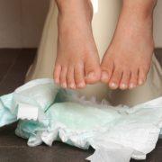 215. Aruncarea scutecelor de unica folosinta la toaleta poate declansa un sir de orori