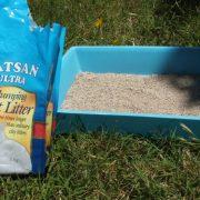 321. Incearca alternative biodegradabile realizate din deseuri de cherestea, paie sau canepa pentru nisipul de litiera
