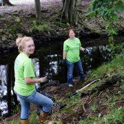 348. Alatura-te unui grup local de mediu care lucreaza pentru a curata apa din zona ta
