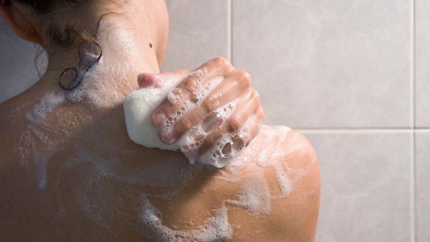 53. Opreste apa in timp ce iti dai cu sapun