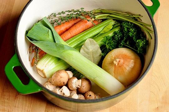 65. Apa folosita pentru gatitul  legumelor poate constitui un stoc bun pentru pentru supe si sosuri
